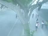 甘肃兰州大风吹倒围墙 事故导致两人遇难