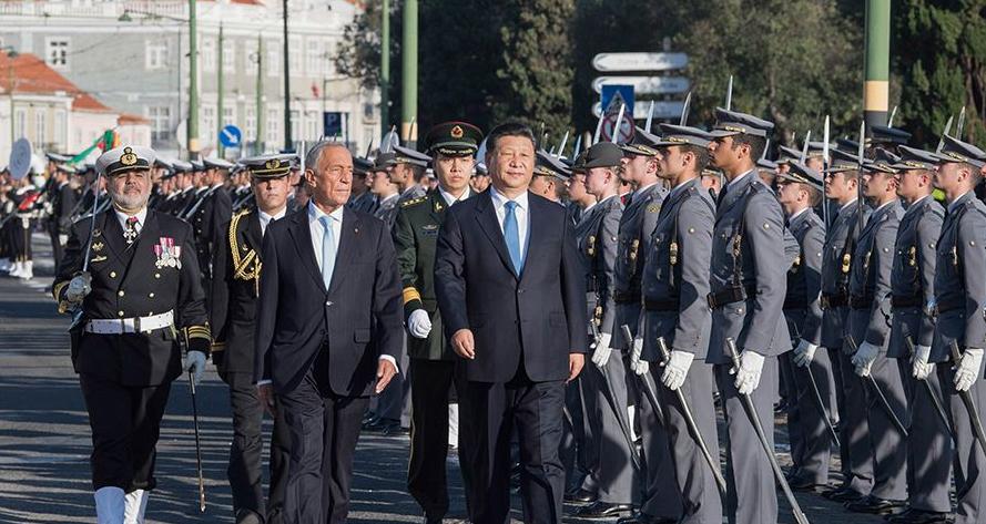 习近平出席葡萄牙总统举行的欢迎仪式