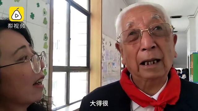 89岁老校长重返校园,讲述40年巨变
