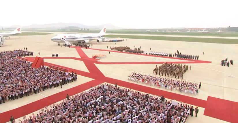 习近平乘坐专机抵达朝鲜